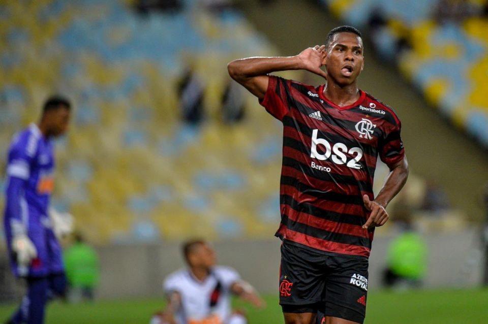 No clássico dos garotos, Flamengo passa pelo Vasco no Maracanã