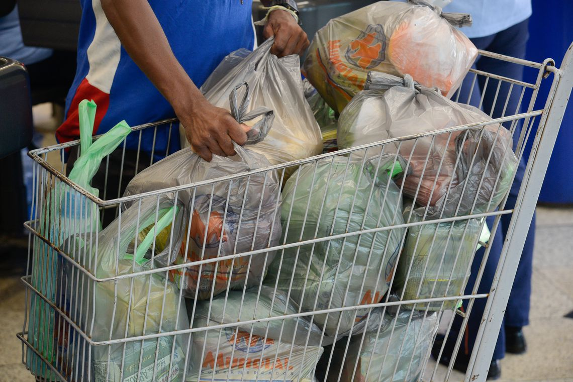 China quer banir plástico descartável até 2025