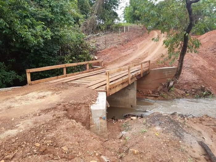 Prefeitura de Barrolândia constrói ponte sobre o córrego São Borges