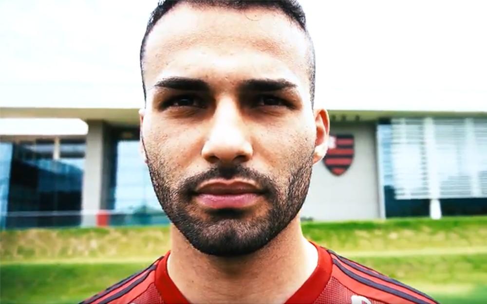 """Flamengo anuncia Thiago Maia: """"Veio da França para realizar o sonho de vestir o manto"""""""