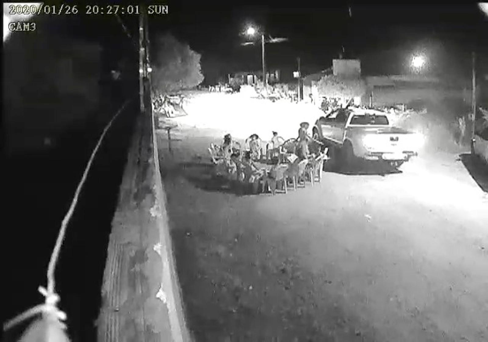 Motorista de caminhonete que atropelou criança é identificado pela polícia; veja o vídeo