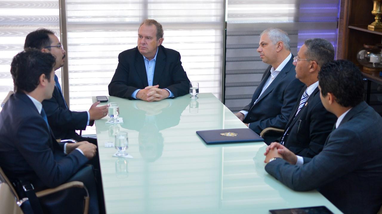 Chineses apresentam ao governador Mauro Carlesse projeto para criar rota aérea comercial entre Palmas e Xangai