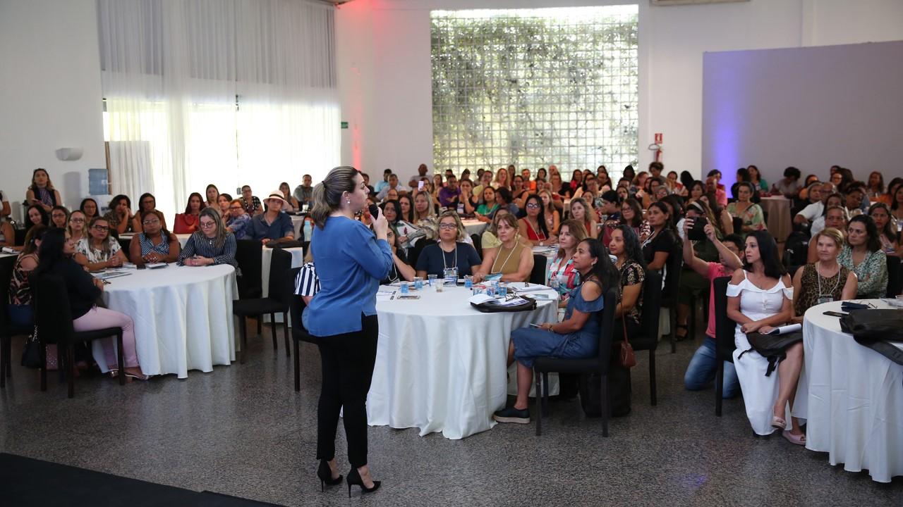 Prefeita Cinthia Ribeiro prestigia formação de educadores da rede municipal de ensino