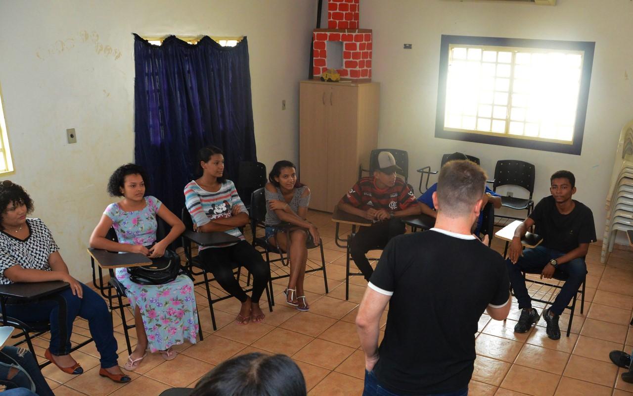 Cras Santa Bárbara realiza atividade de acolhida com adolescentes do setor