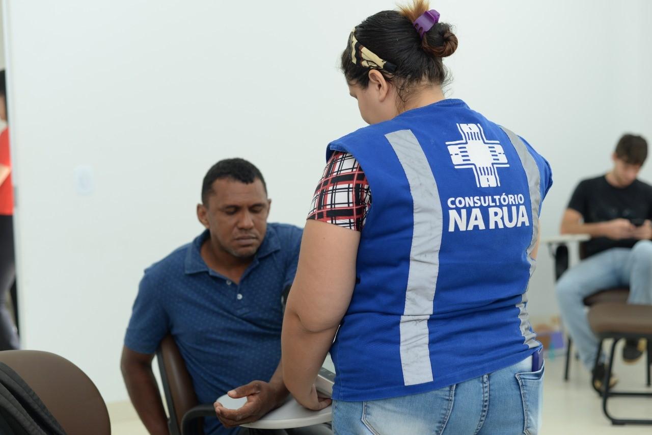 Moradores de rua são conduzidos ao CSC Isabel Auler para avaliação de hanseníase e realizarem exames preventivos