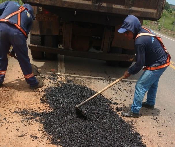 Governo realiza serviço de tapa-buracos no trecho da TO-342 entre Miracema e Miranorte