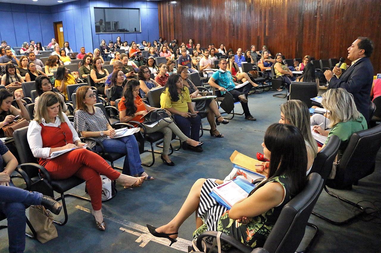 Governo e municípios discutem políticasde assistência social no Tocantins