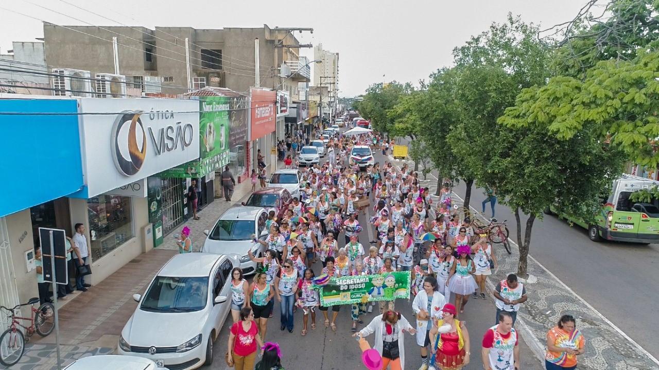 Abertura do Carnaval de Gurupi é sucesso com desfile de blocos, Babado Novo e atrações regionais
