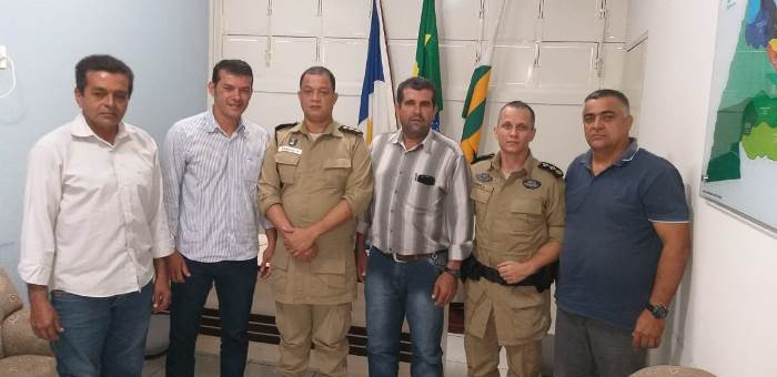 Em reunião com comandante do 8º BPM, prefeito de Marianópolis discute policiamento da zona rural