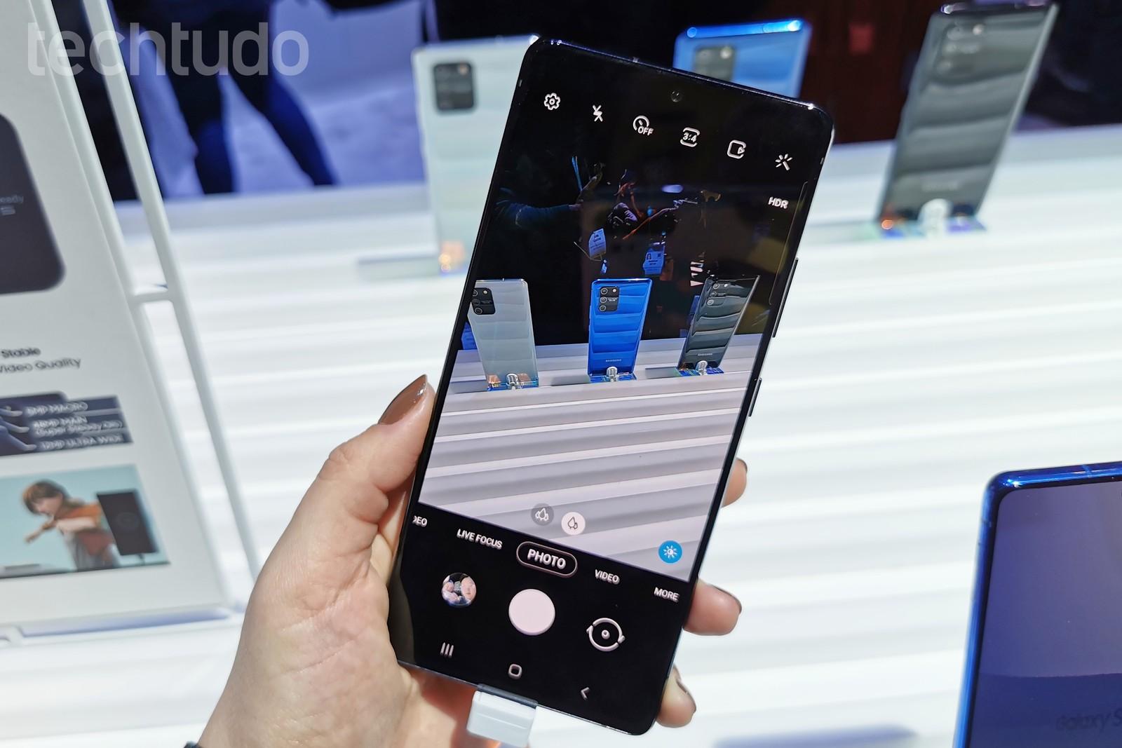 Galaxy S10 Lite: descubra preço, prós e contras do celular Samsung