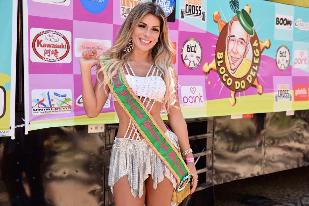 """Vanessa Perez desfila como Miss no carnaval e dispara: """"parem de vender títulos"""""""