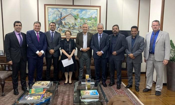 Vice-governador Wanderlei Barbosa participa de assinatura de contrato para exploração de minério em Palmeirópolis