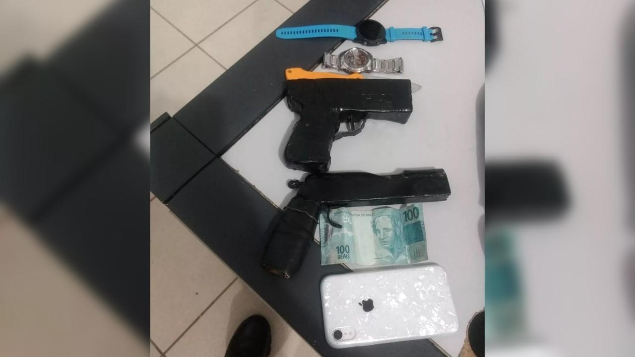 Mulher é roubada por criminosos ao abrir portão de casa no centro de Palmas