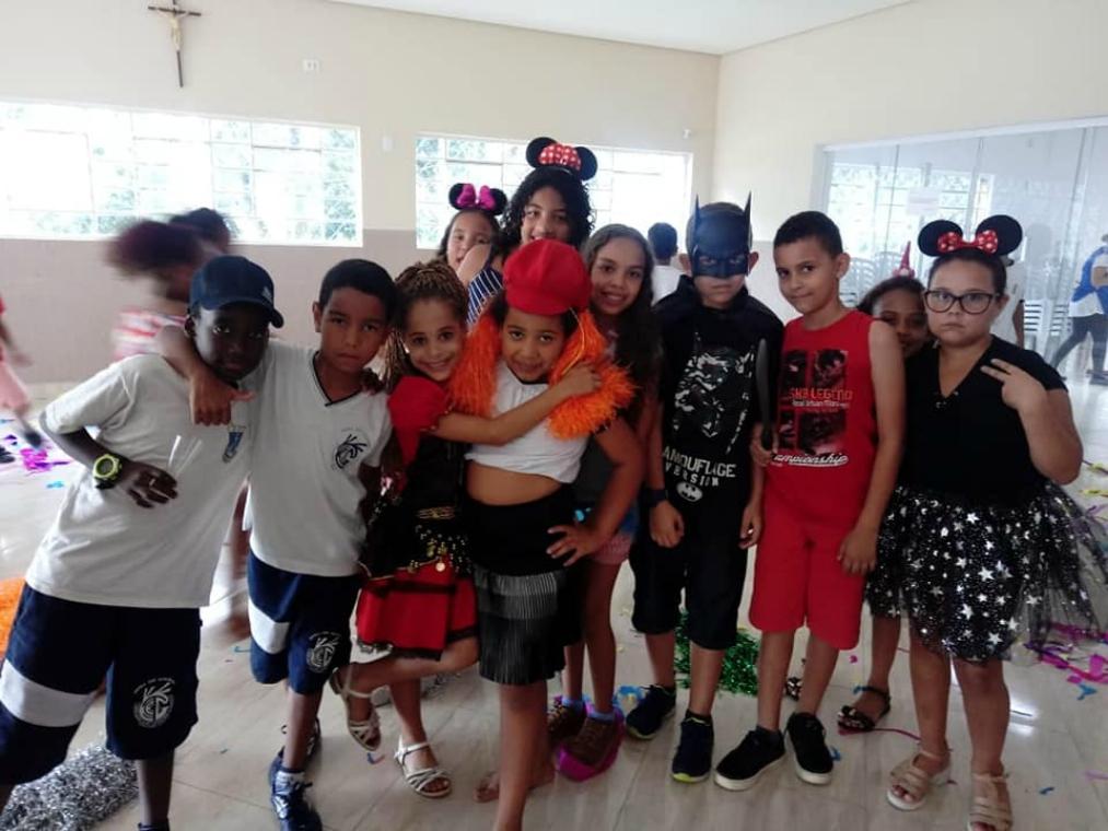 Embu Folia: vôlei e carnaval para 150 jovens de projeto do IEE, de Ana Moser