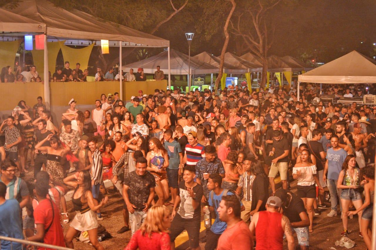 Após estreia com mistura de ritmos, CarnaPraça 2020 recebe Israel Novais neste sábado