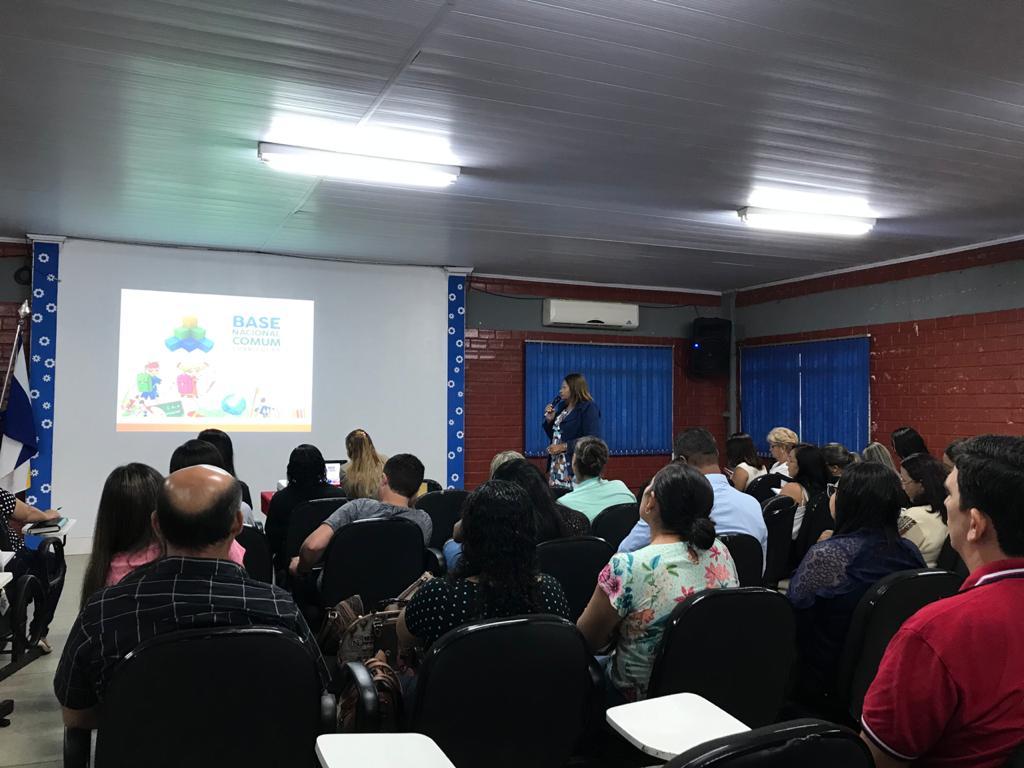 Diretores e Coordenadores da educação municipal passam por formação sobre a Base Nacional Comum Curricular