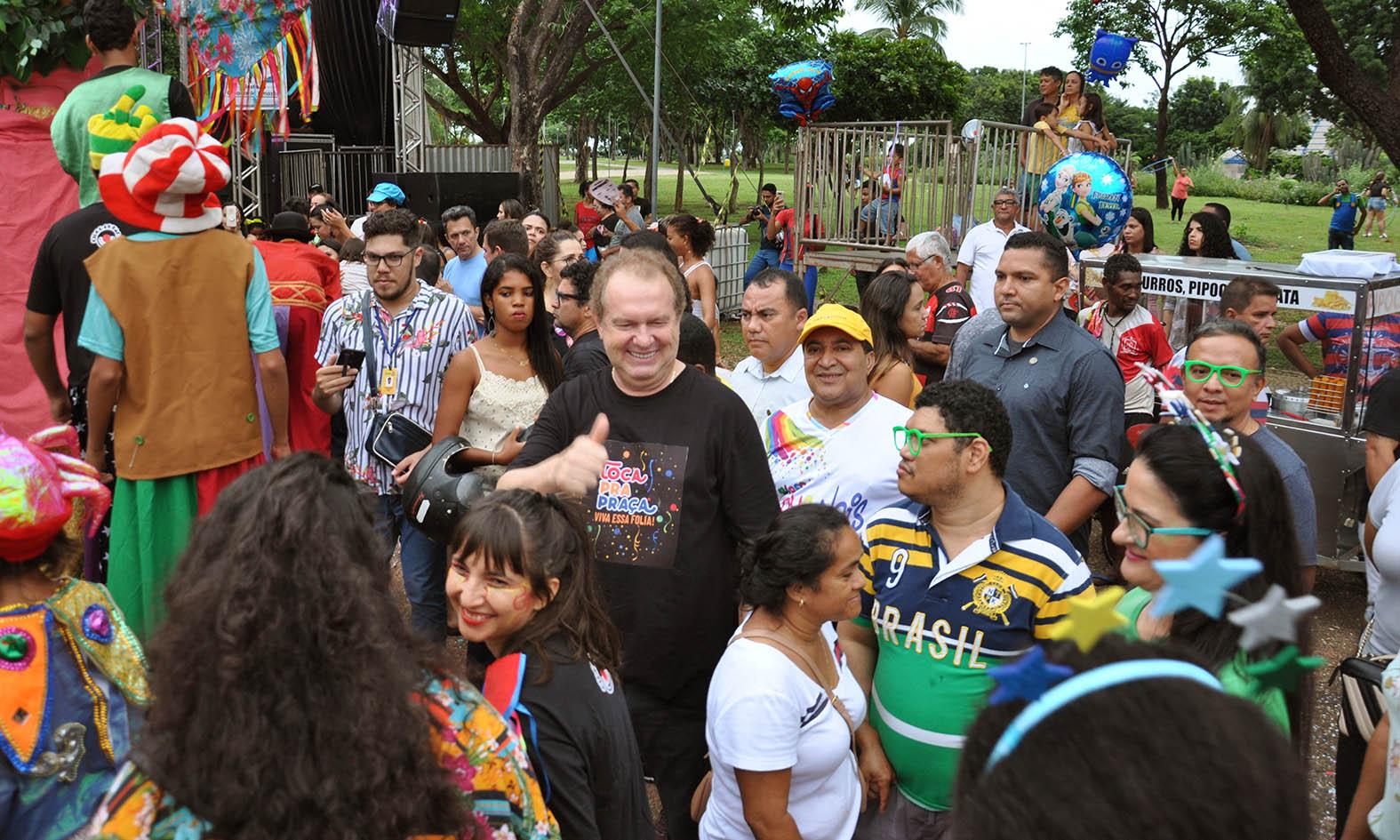 """Governador Mauro Carlesse prestigia pré-carnaval """"Toca pra Praça"""""""
