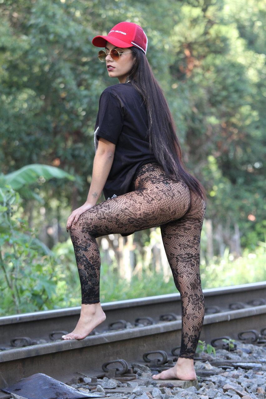Curitibana Mya Meduza prepara carreira nacional
