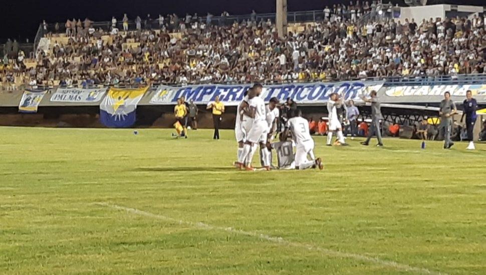 Palmas perde para o Paraná em casa por 2 x 0 e está eliminado