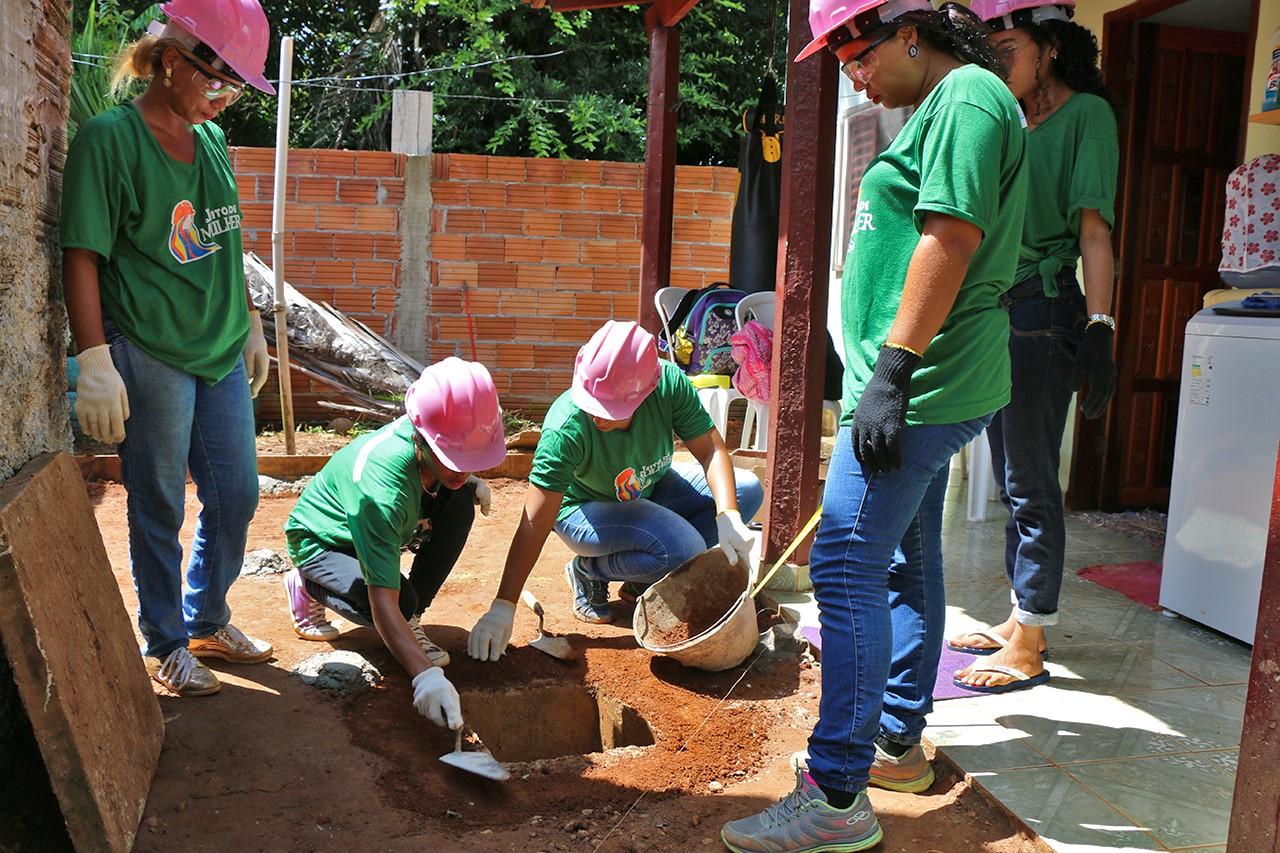 Futuras pedreiras do curso oferecido pelo Governo fazem reformas e obras em Taquaruçu