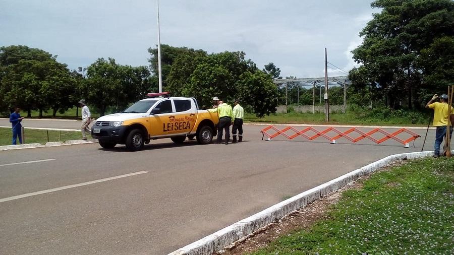 Semáforos começam a ser instalados em cruzamentos da Teotônio Segurado
