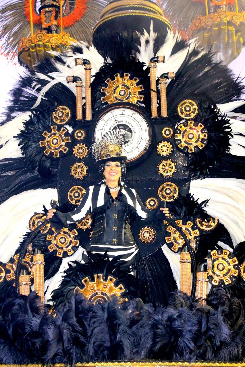 Simara Sukarno abrilhanta o Carnaval de São Paulo e do Rio de Janeiro com luxuosas fantasias