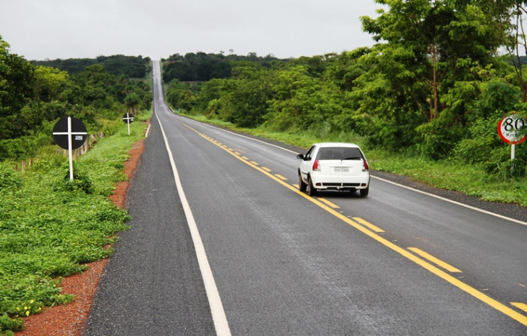 Acidente deixa veículo com rodas para cima na TO-080, entre Paraíso e Palmas
