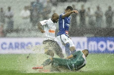 Corinthians empata com Santo André nos acréscimos e alivia crise