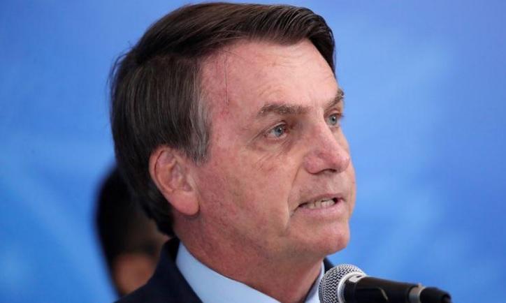 Bolsonaro contraria Mandetta, divulga vídeo com ambulante na rua e diz que povo quer voltar ao trabalho