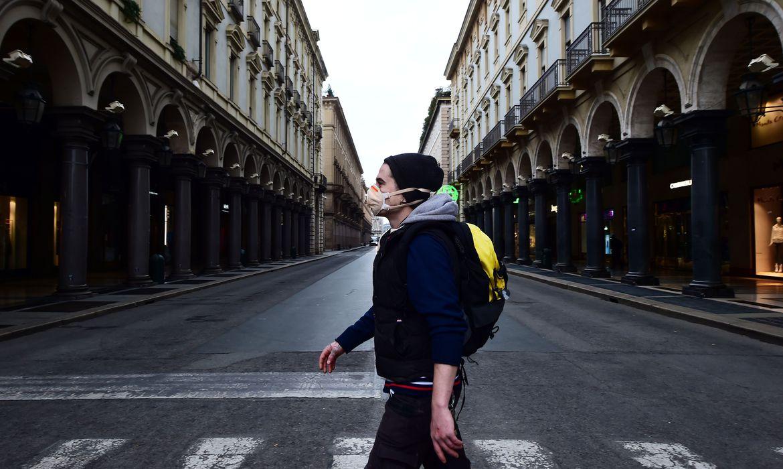 Número de mortes por dia em razão do coronavírus desacelera na Itália