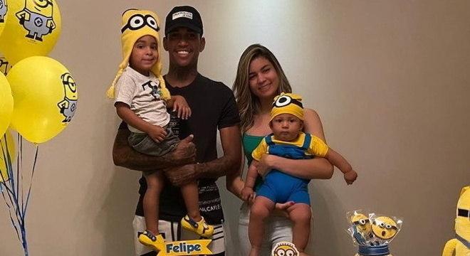 Filho de Raniel, do Santos, sofre acidente doméstico e é internado