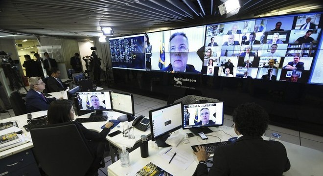 Senado aprova benefício mensal de R$ 600 a autônomos e informais