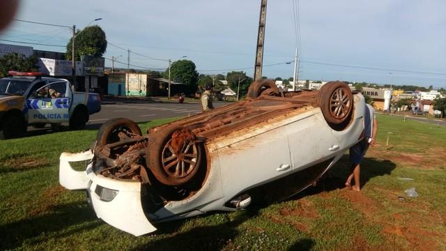 Suspeito de dirigir bêbado é preso após capotar o carro durante perseguição
