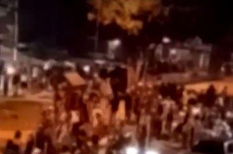 Jovens lotam baile funk em São Paulo, apesar de alertas contra aglomerações