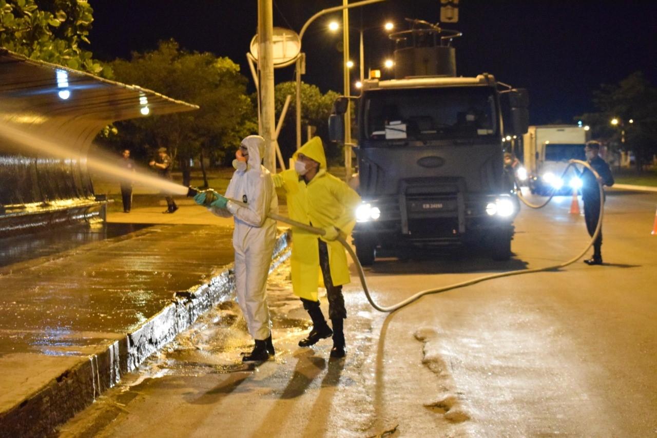 Exército e Prefeitura de Palmas realizam nova ação conjunta de Desinfecção de Estações de ônibus