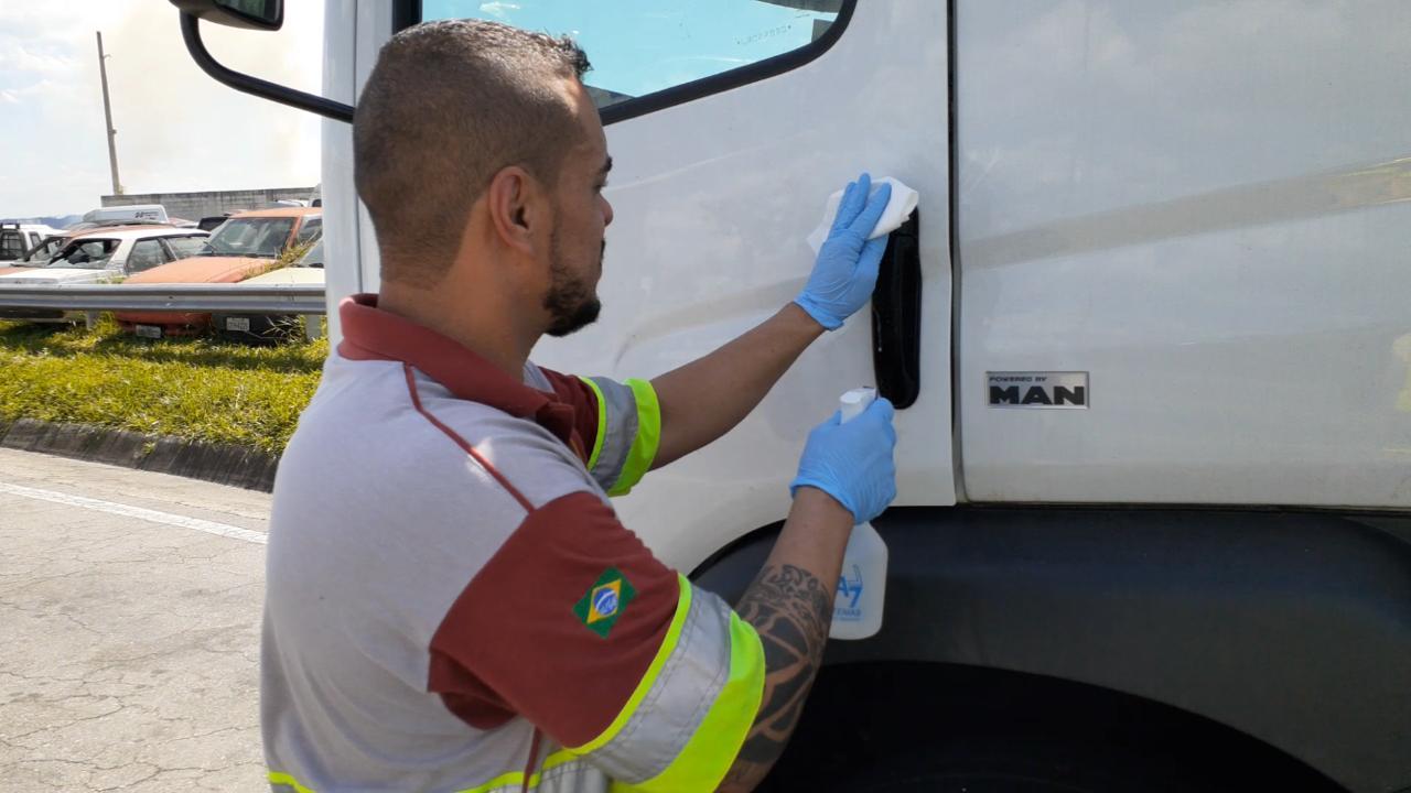 Grupo CCR cria serviço para higienização de cabine dos caminhões na Dutra