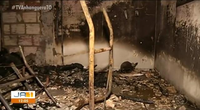 Casa pega fogo durante madrugada em Gurupi e polícia suspeita que incêndio tenha sido criminoso