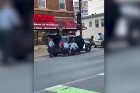 Novo vídeo mostra três policiais em cima de George Floyd