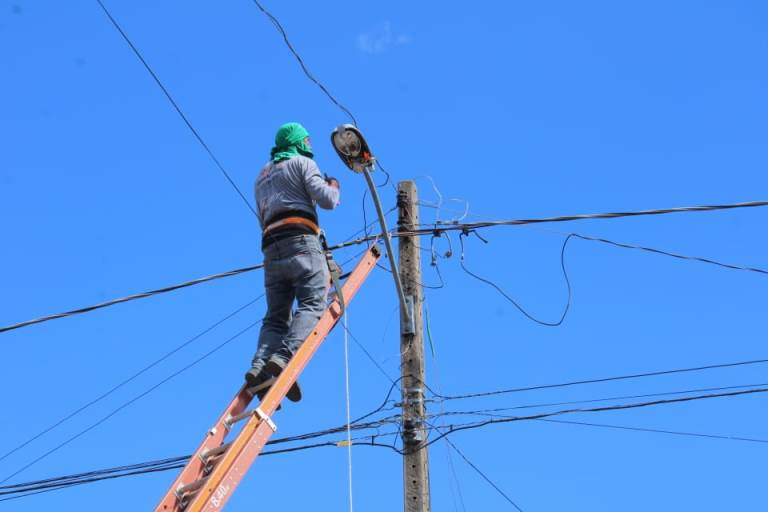 Prefeitura de Cristalândia realiza reparos na iluminação pública da cidade