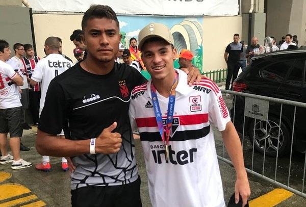 Jogadores tocantinenses Werick Caetano e Danilo Gomes fazem live beneficente juntos