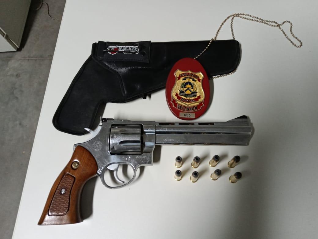 Polícia Civil prende casal suspeito por comércio ilegal de arma de fogo em Araguaína