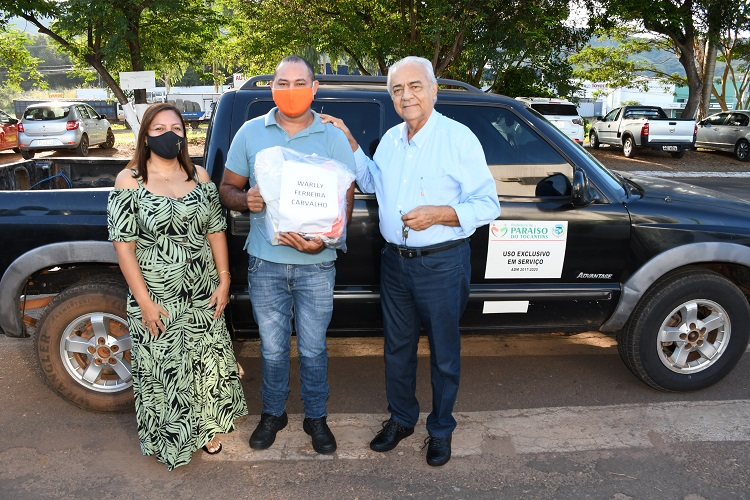 Prefeito Moisés Avelino entrega equipamentos de proteção individual para brigadistas