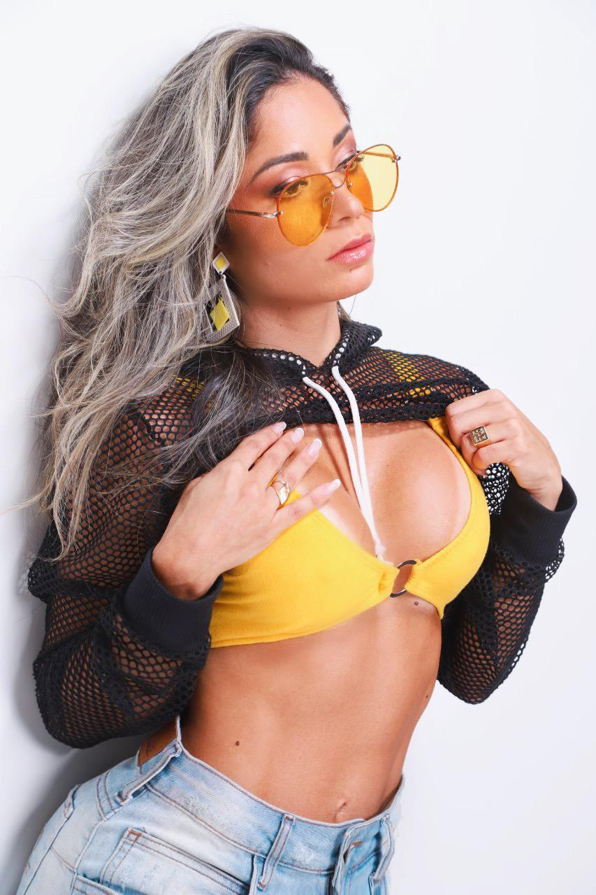 Diva fitness Nayara Anchieta mostra corpo sarado em ensaio para o fotografo Marcos Mello