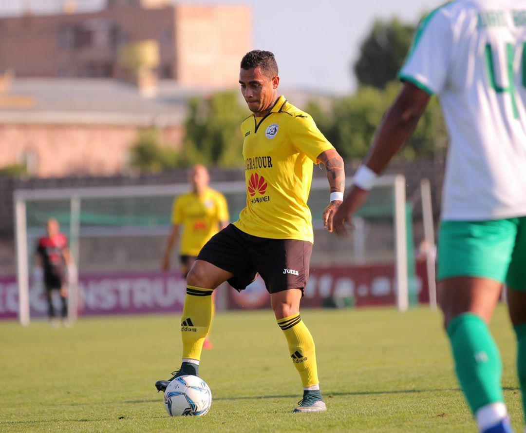 Com direito a duas assistências, Bryan comemora vaga na Liga Europa após goleada na Armênia