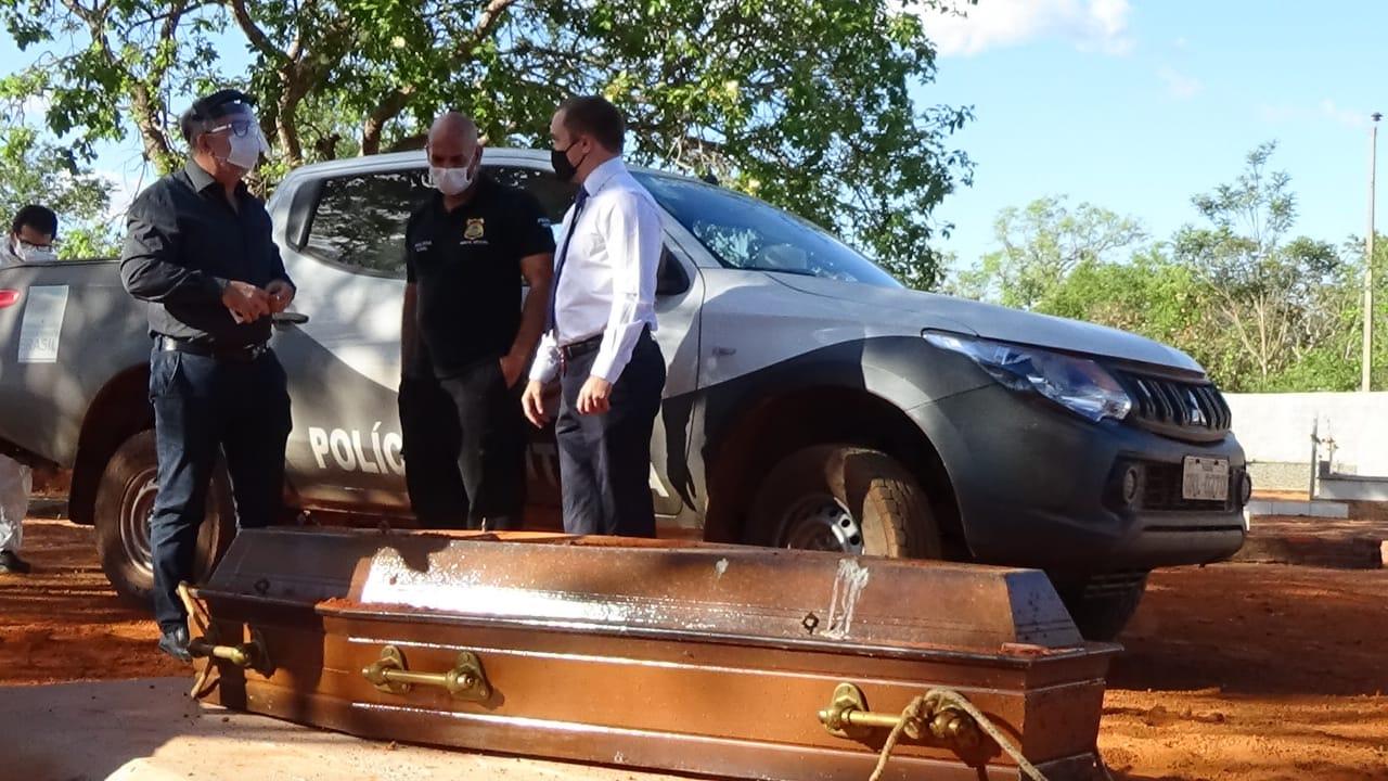 Polícia Civil realiza exumação de cadáver de homem encontrado morto em Rio dos Bois