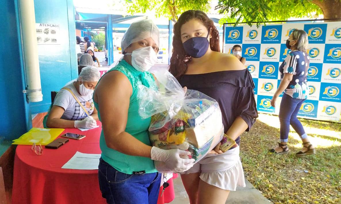 Governo do Tocantins realiza entrega de kits de alimentos para 13 mil famílias de estudantes da rede municipal do Bico do Papagaio