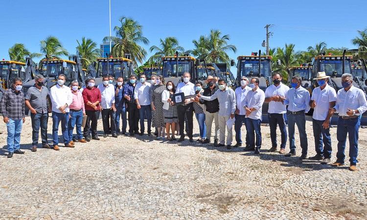 Prefeitos agradecem Governador Carlesse e bancada federal por viabilizarem máquinas que serão usadas na recuperação de estradas