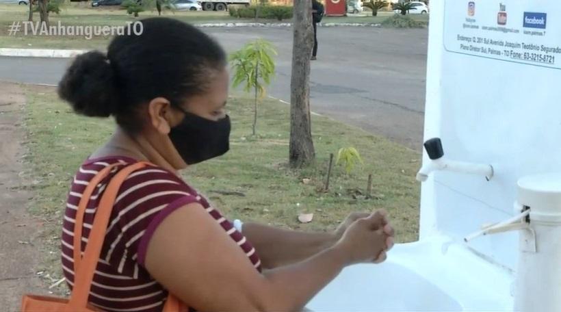 Igreja instala pias para higienizar mãos nas ruas de Palmas