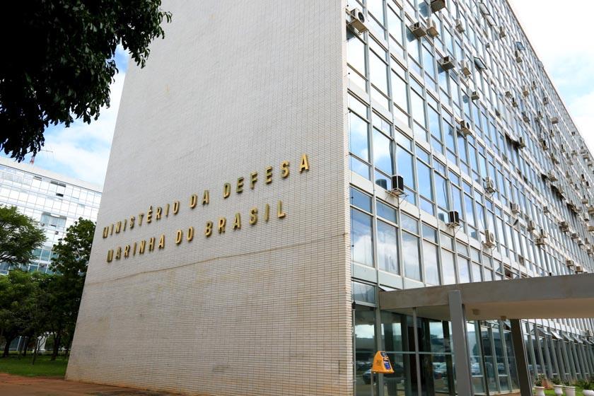 Ministério da Defesa Nacional aciona PGR contra Gilmar Mendes