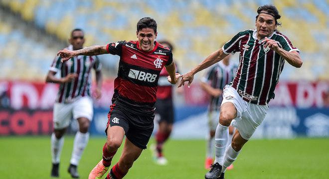 Flamengo vence Fluminense e sai em vantagem na final do Carioca